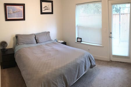 Private room & bath near downtown - West Sacramento - Stadswoning