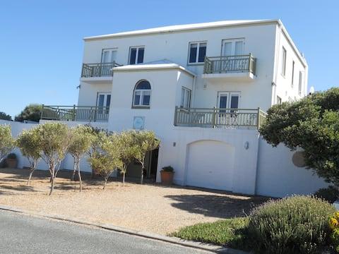 Olive Walk Sabrina Apartment