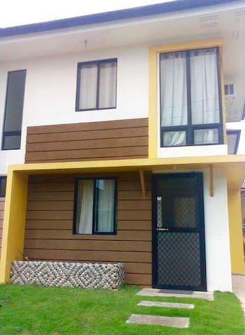 A Cozy Duplex House in Cordova, Cebu - Cordova - Casa
