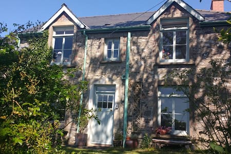 Traditional Welsh cottage in heart of St Davids
