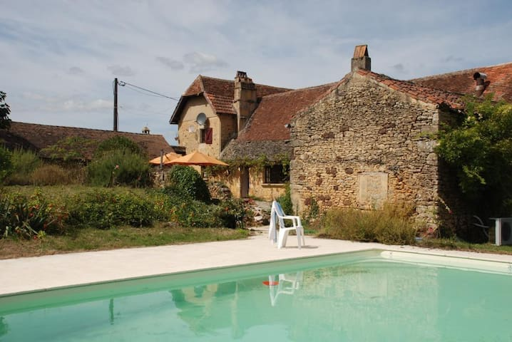 Spacious farmhouse with pool - Campagne - วิลล่า