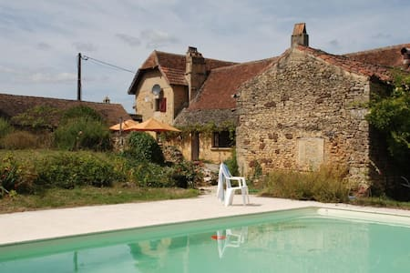 Spacious farmhouse with pool - Campagne - Villa