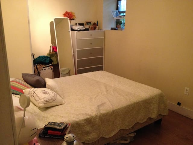 Huge bedroom in Brooklyn duplex! - Brooklyn - Apartment