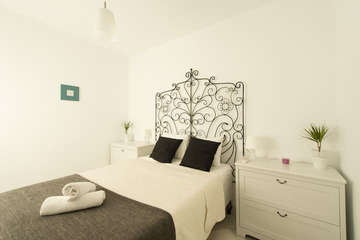 2BR Apartment by the Cathedral, AD3 - Sevilla - Apartment