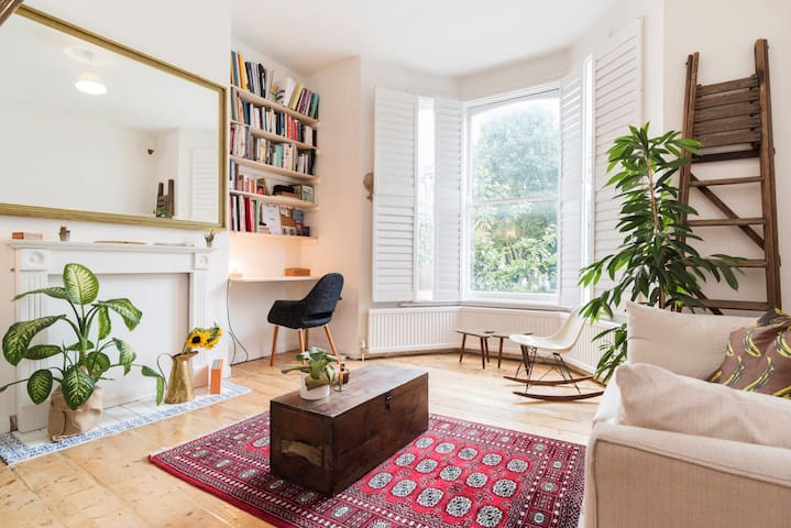 Bright and peaceful Victorian flat