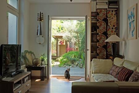 unterk nfte in hamburg airbnb. Black Bedroom Furniture Sets. Home Design Ideas