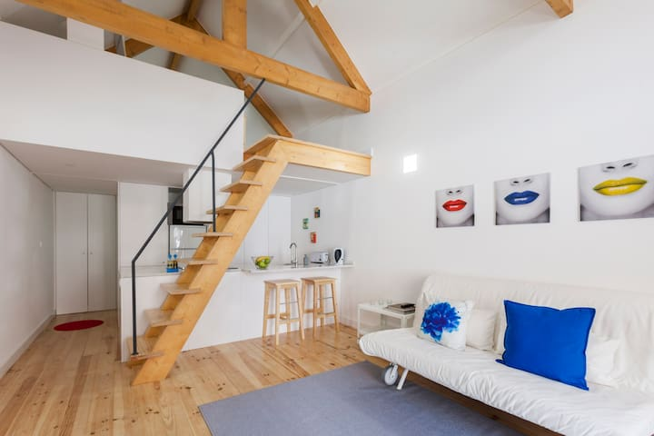 CHARMING URBAN LITTLE HOUSE FOR 2/4 GUESTS - Oporto - Loft