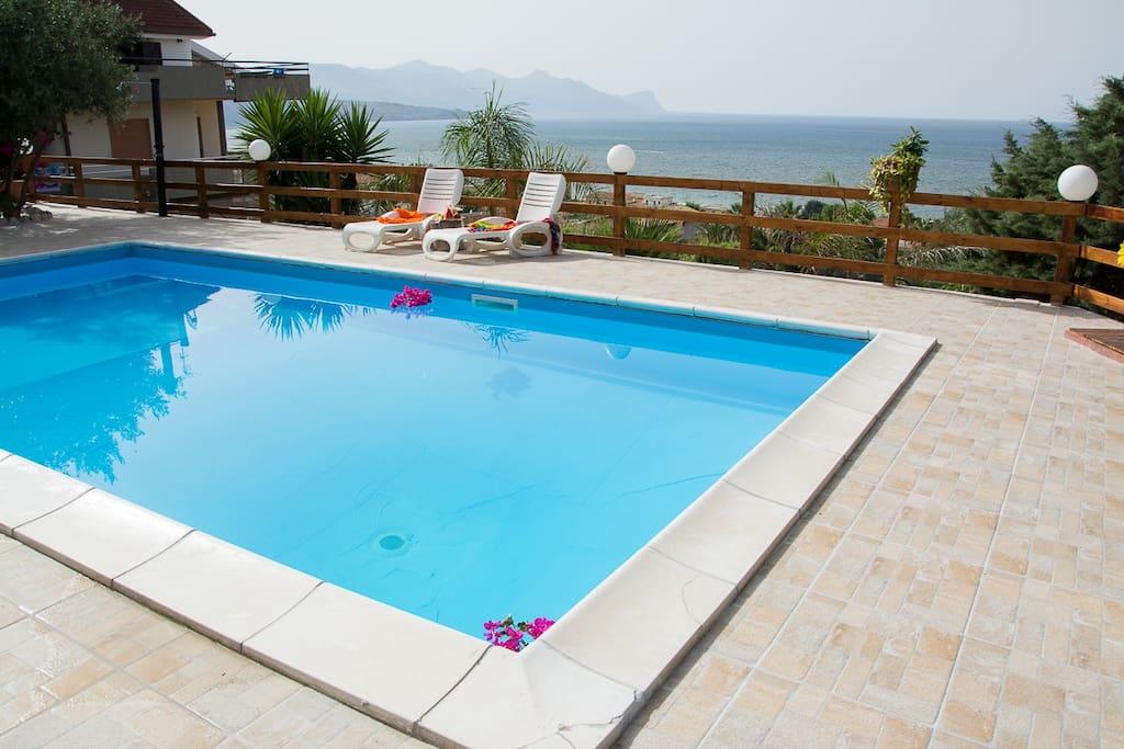 Al023 villa con piscina 7 posti bbq villas for rent in - Villa con piscina sicilia ...