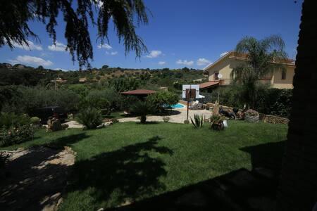 Piccolo bungalow con bagno - Canicattì