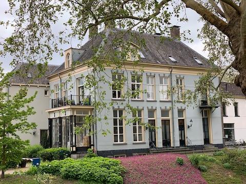 Rijksmonument  De Roode Haan 70m², 2/4pers Centrum