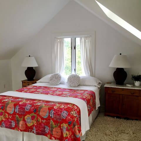 In town sunny loft w en suite bath houses for rent in for Rhode island bath house
