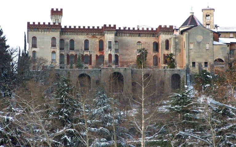 Una vista sul centro storico di Biella, Il Piazzo