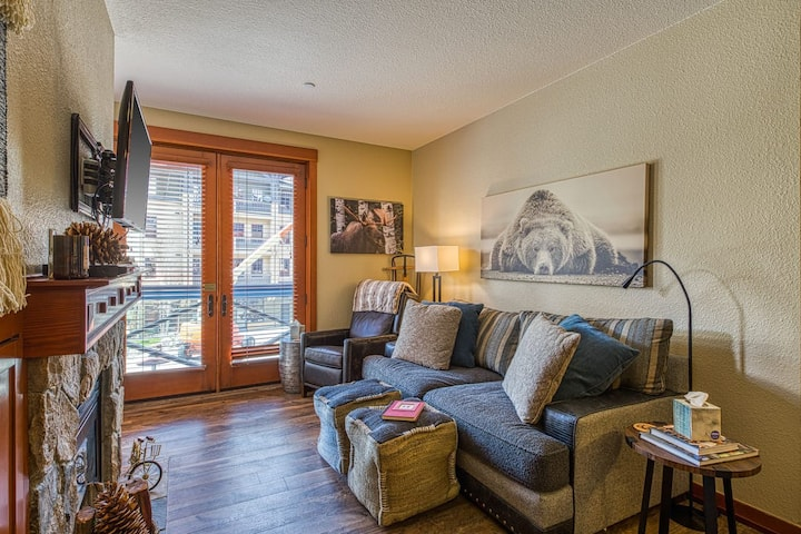 New Remodeled Squaw Valley Condo with Great View