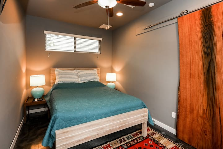 1 BR/1 BA Eastside Cozy Casita - Newly Remodeled!