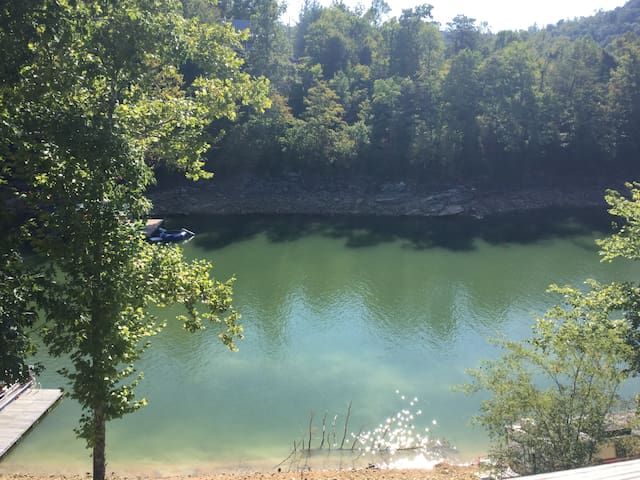Lake Life Getaway - Caryville - Appartement