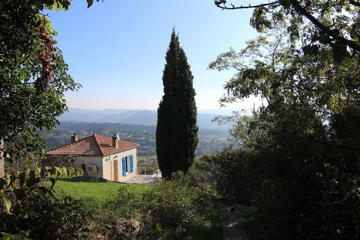 Petite maison avec vue d'Aubenas - Aubenas - Casa