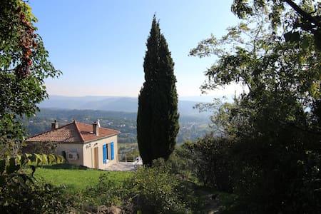 Petite maison avec vue d'Aubenas - Aubenas - Huis