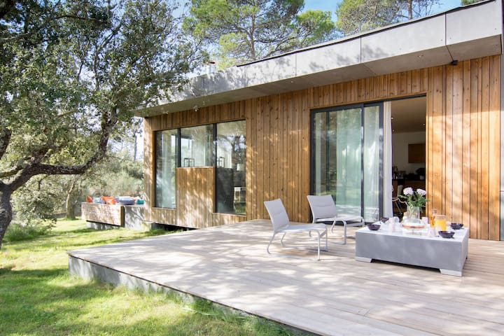 Luxueuse maison d architecte en bois houses for rent in for Maison bois d architecte