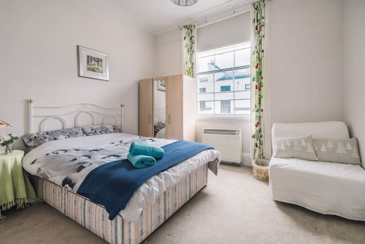 Private En-Suite Triple Room near HYDE PARK
