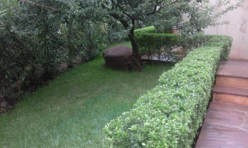 Villa Contemporaine avec jardin  à Ourika