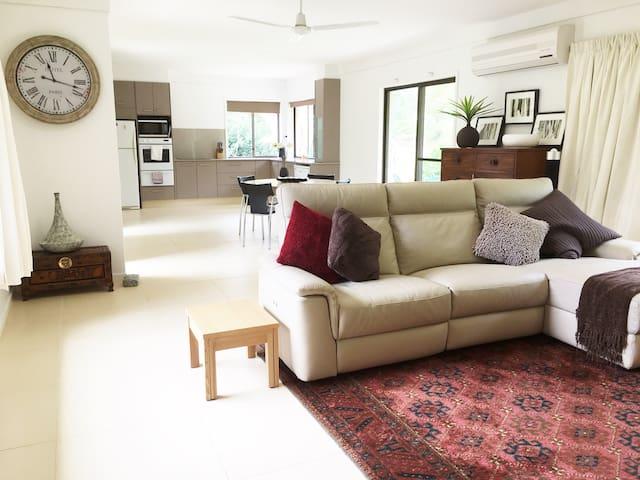Habitat 3: - 2 bdrm acreage Guest House - Tallai - Guesthouse