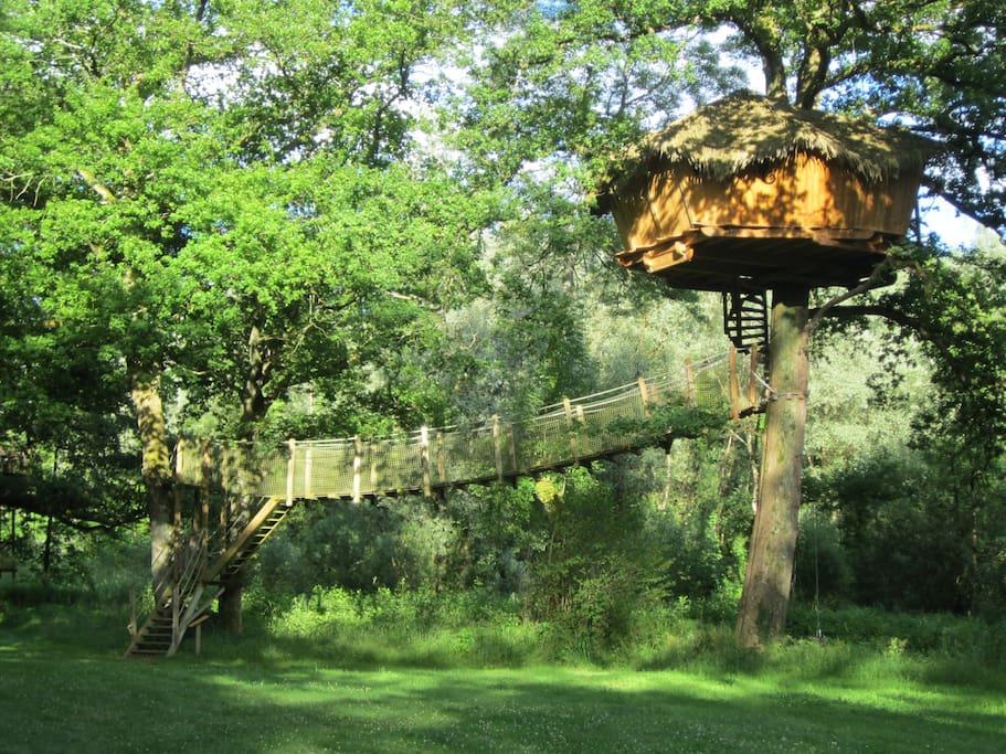 cabane spa refuge pour 2 personnes cabanes dans les arbres louer chassey l s montbozon. Black Bedroom Furniture Sets. Home Design Ideas