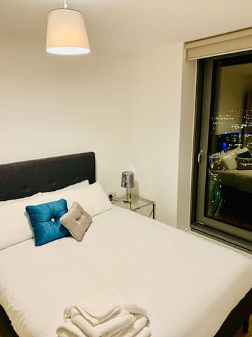 Elite Luxury Green 1 Bed Apt with Gym