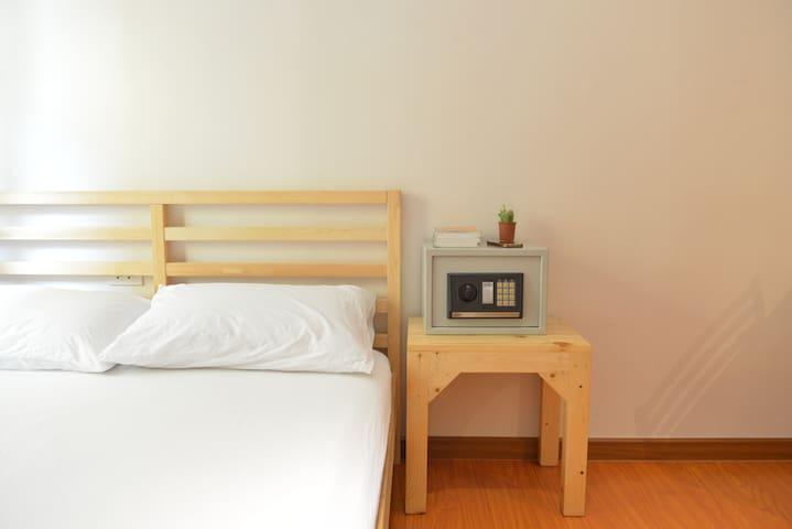 Double Room with shared bathroom @PanPan Hostel