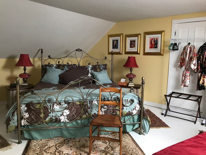 B&B King Bed, p/WC. We Welcome! We Clean! We Care!