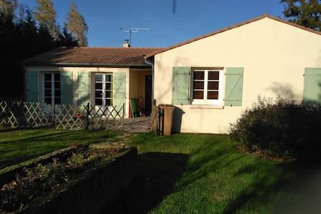 Maison spacieuse et confortable à la campagne - Marigny