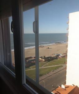 Dpto 2 ambs, frente a la playa, vista al mar.