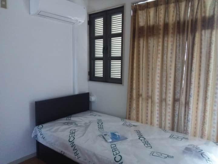 シングルベッドの個室