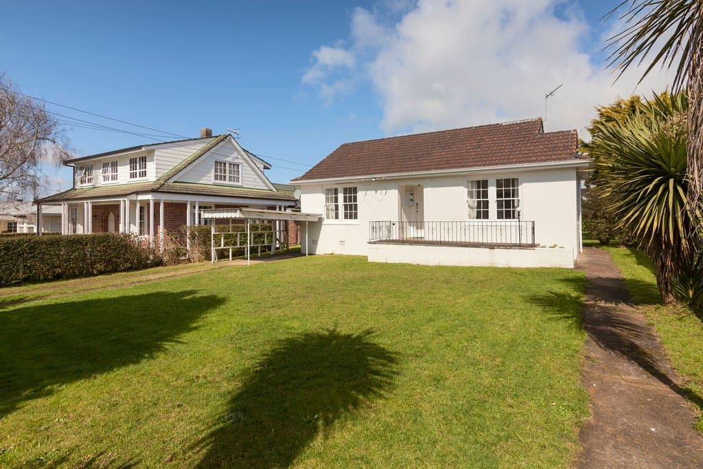 Quaint 30s cottage in central Auckland.