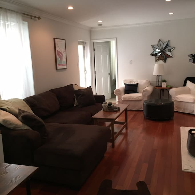 Entry floor. Large living room with tons of seating. TV with cable. Fireplace.