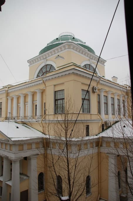 The snowy months (roughly January to March) are one of the best times to visit St Petersburg: very few tourists, no queues at the Hermitage, plenty going on at the Mariinsky and other theatres, and wonderfully light evenings (as early as the end of Feb)