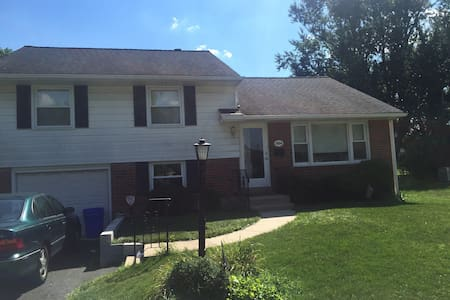 Pope house rental w/ train passes!! - Glenside