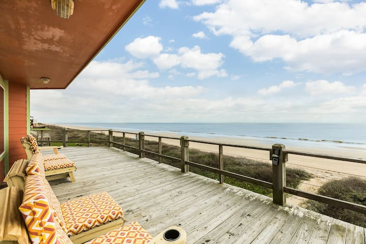 NEW LISTING! Dog-friendly oceanfront home- short walk to the beach