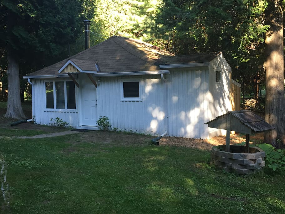 Cabin in the woods overlooking your own private park/gazebo and wee sandy beach.