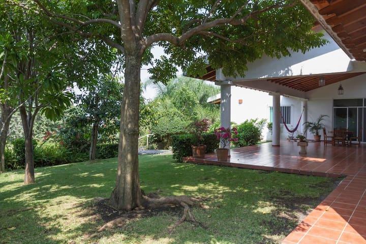 Casa de campo espaciosa y arbolada - Jiutepec