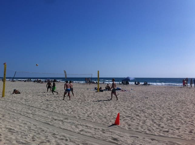 Mission Beach just out front, at York Court. Beach volleyball, surfing and boogie boarding