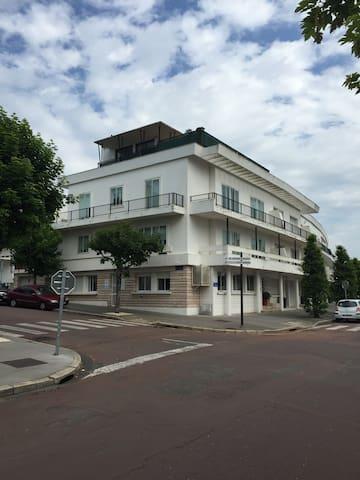 Une maison de ville sur trois étages en plein centre de Royan, quartier de Foncillon.