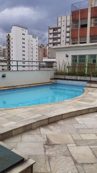 swimming pool at the roof top / piscina na cobertura