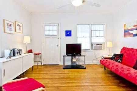 The is the best spot in the middle of all the action near the pier & the Strand, with a slight view of the pier and the beach is just across the street. 1 bedroom, 1 bath, kitchen and living, sleeps 3.  1 parking spot.  FREE WiFi.
