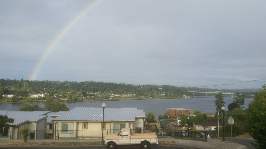 Great view, bus stop, discount for long term stay! - Bremerton - Huis