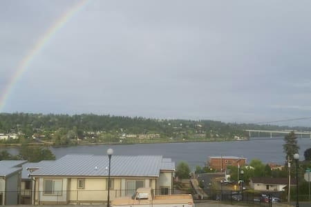 Great view, bus stop, discount for long term stay! - 布雷默頓(Bremerton)