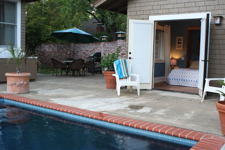 Poolside Cabana w/Private Entrance - Ukiah - Guesthouse
