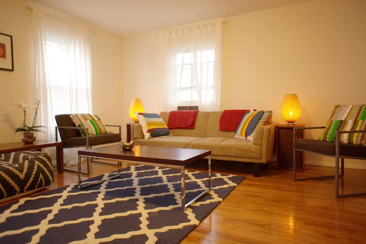 Bright Cozy 2 br apt in Hudson