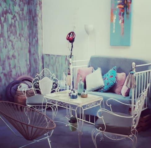 Amplio dormitorio Baño privado Aire y Heladera