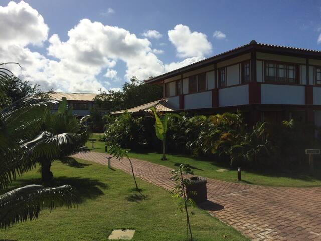 Excelente apartamento no centro de Praia do Forte