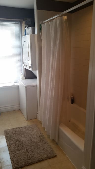 Full bathroom with shower/tub and washer/dryer